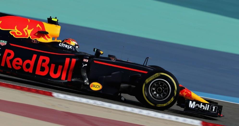 Max Verstappen in azione in Bahrein