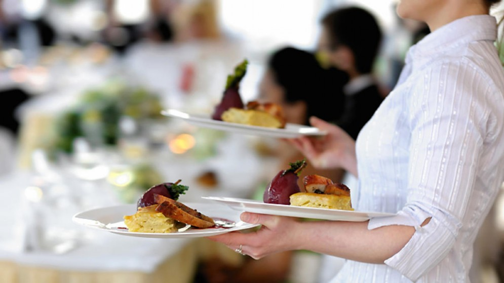 Il settore dove la presenza al lavoro di domenica è  più  elevata è quello  degli alberghi e dei ristoranti