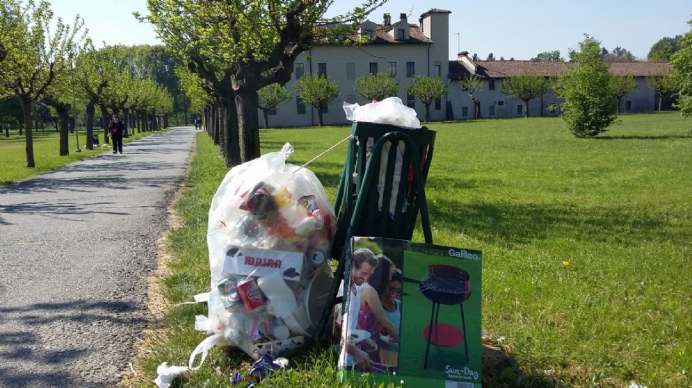Cascina Marchesa, rifiuti in primo piano