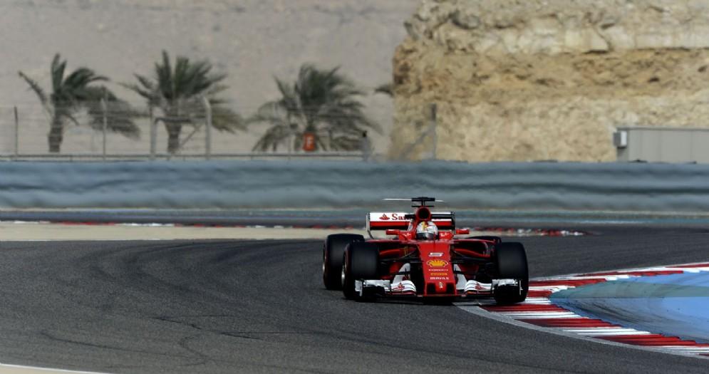 Sebastian Vettel in azione nei test in Bahrein