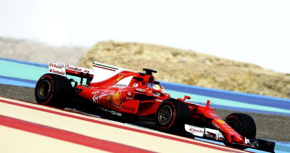Sebastian Vettel in azione nei test di Sakhir