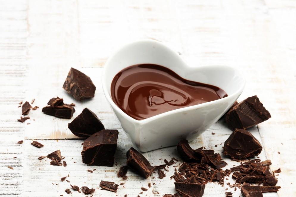 Il cioccolato fa bene al cuore. Ne bastano 60 grammi al giorno