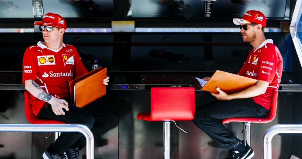 Sebastian Vettel e Kimi Raikkonen al muretto box di Sochi