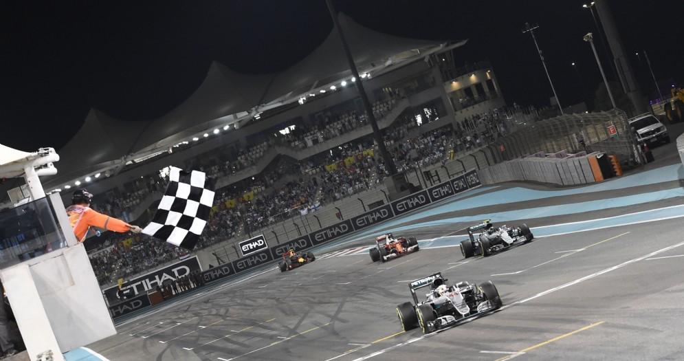 L'arrivo della gara in notturna ad Abu Dhabi