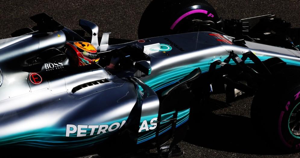 Lewis Hamilton in azione a Sochi nelle prove libere