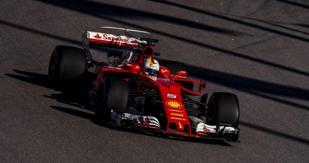 Sebastian Vettel in azione nelle prove libere a Sochi