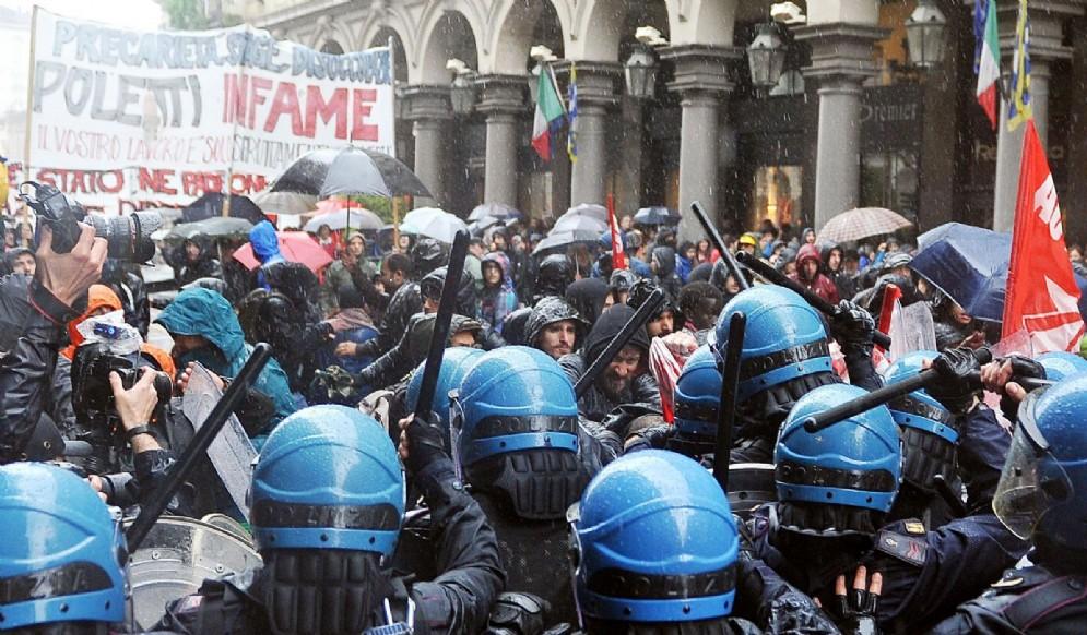 Gli scontri al corteo del 1° maggio