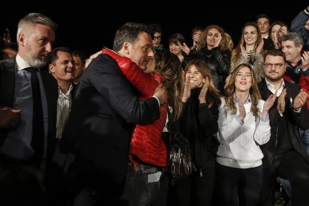Matteo Renzi dopo la vittoria alle primarie del Pd
