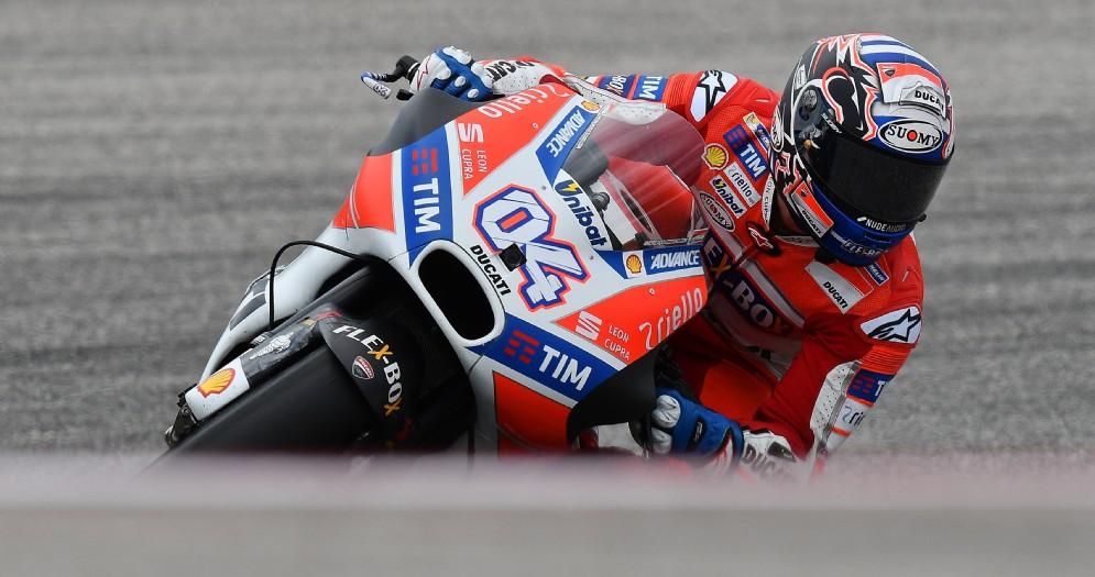 Andrea Dovizioso in azione sulla sua Ducati