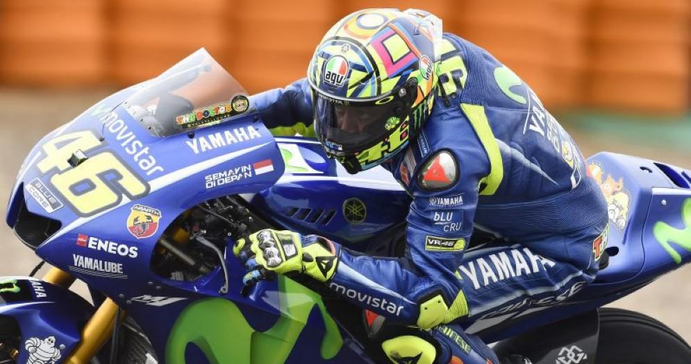 Valentino Rossi in azione nelle prove libere a Jerez