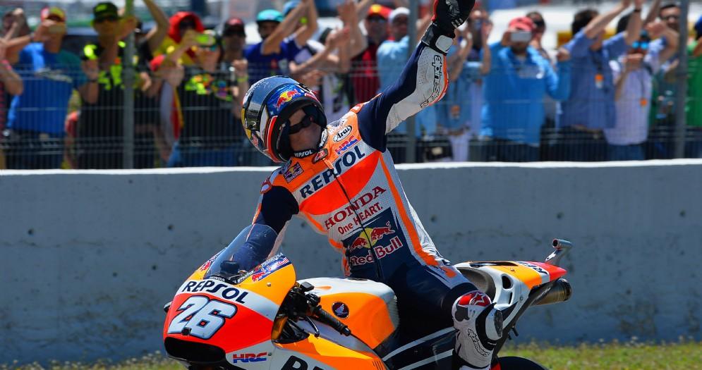 Dani Pedrosa a braccia alzate dopo la vittoria di Jerez