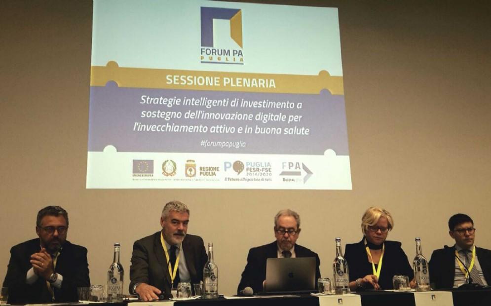 Antonio Samaritani, Paolo Panontin, Loredana Capone e Simone Puksic alla riunione della Commissione Agenda Digitale al Forum PA Puglia