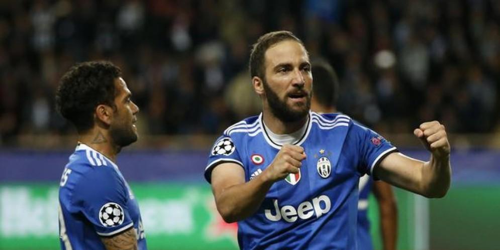 I bianconeri hanno infilato due gol fuori casa al Monaco (doppietta di Higuain)