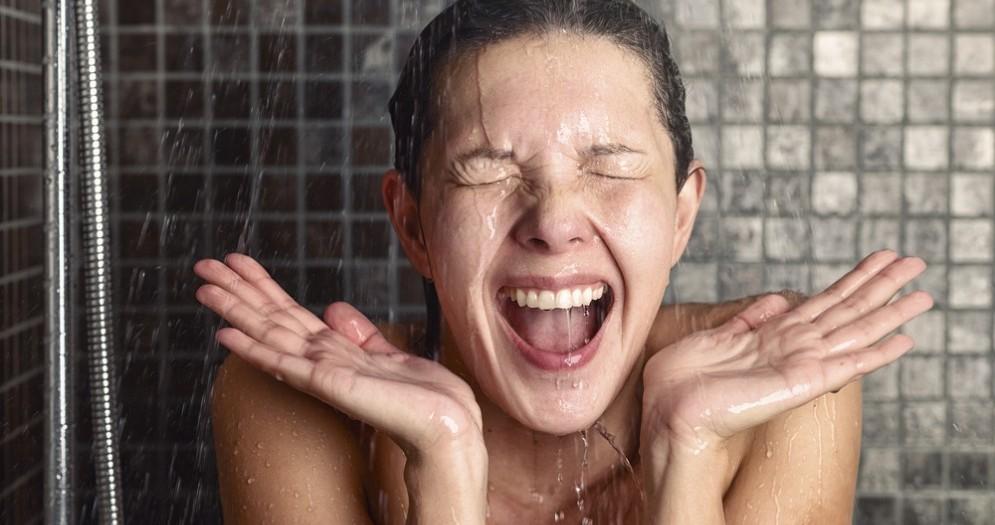 I benefici e le controindicazioni della doccia fredda