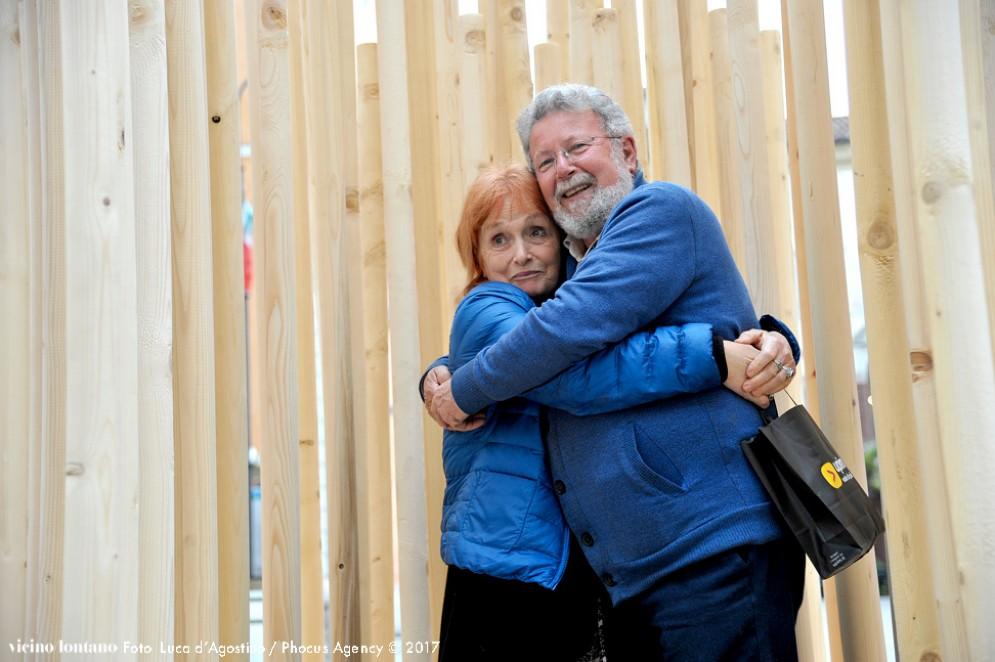 L'installazione 'Urban Hugs', visitabile e 'testabile' fino al 10 giugno nel cuore di Udine