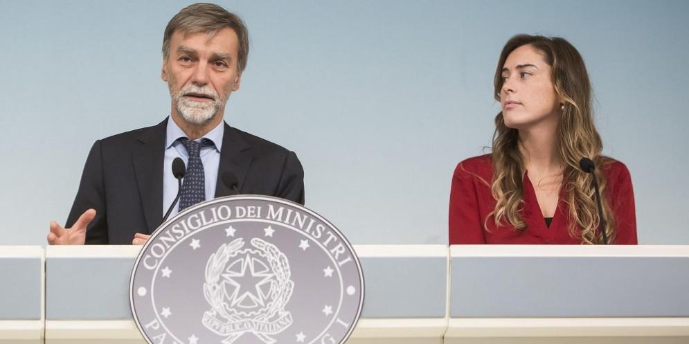 Il ministro delle Infrastrutture e dei Trasporti Graziano Delrio e il sottosegretario Maria Elena Boschi.