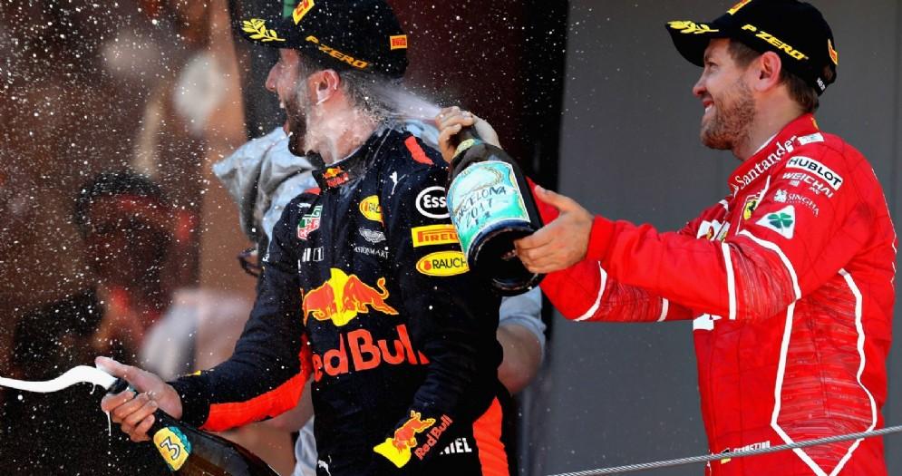 Daniel Ricciardo e Sebastian Vettel sul podio del Gran Premio di Spagna