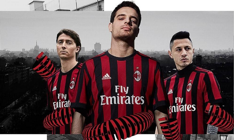Montolivo, Bonaventura e Lapadula in posa con la nuova divisa del Milan
