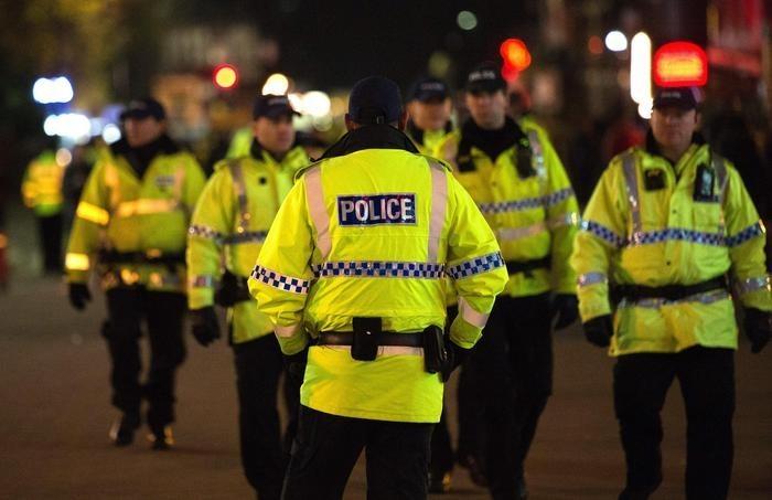 Poliziotti inglesi sul luogo dell'attentato
