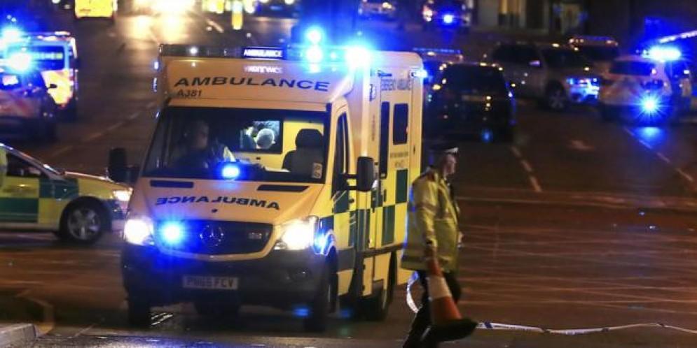 Manchester, esplosione al concerto della popstar Ariana Grande: «Morti e feriti»