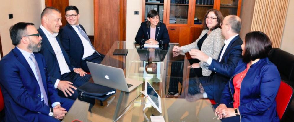 L'incontro tra la presidente del Fvg, Debora Serracchiani, il direttore operativo di Cisco, Rebecca Jacoby, l'ad di Cisco Italia, Agostino Santoni, e il presidente di Insiel, Simone Puksic