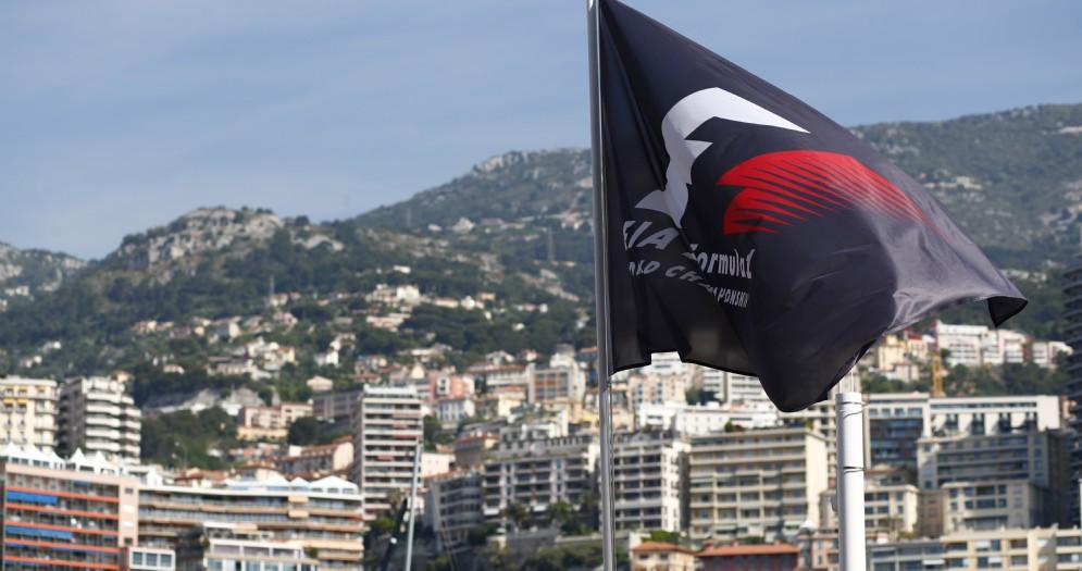 La bandiera della Formula 1 sventola a Montecarlo
