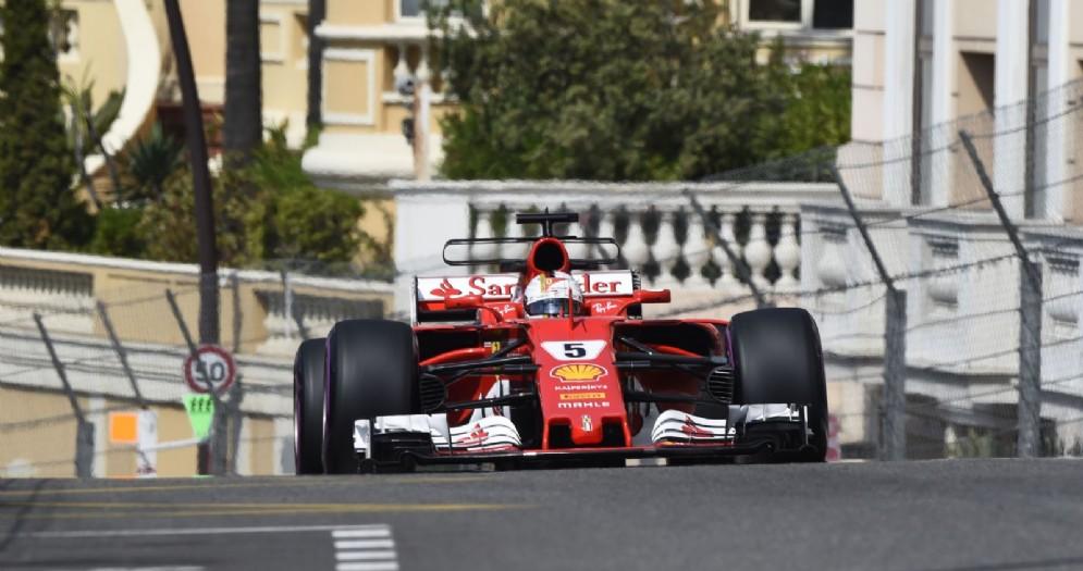 Sebastian Vettel in azione nelle prove libere a Montecarlo
