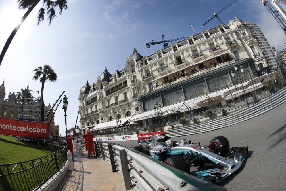 Il campione anglo-caraibico in azione sulla pista del Principato di Monaco