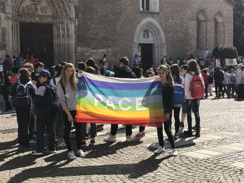 Meeting regionale delle scuole per la pace: in piazza 2.500 studenti