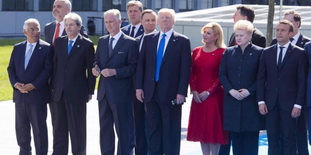 Foto di gruppo tra i leader dell'Alleanza atlantica a Bruxelles