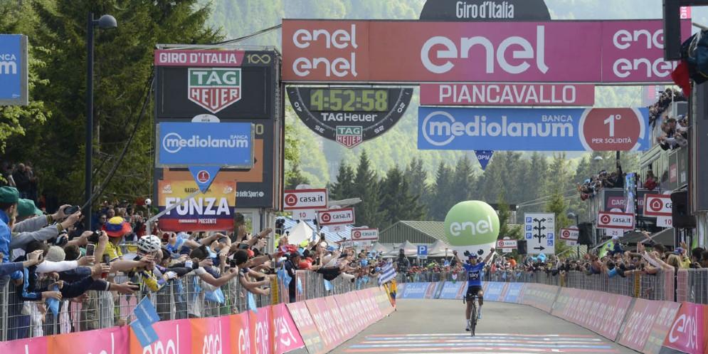 Piancavallo regala la maglia rosa a Nairo Quintana