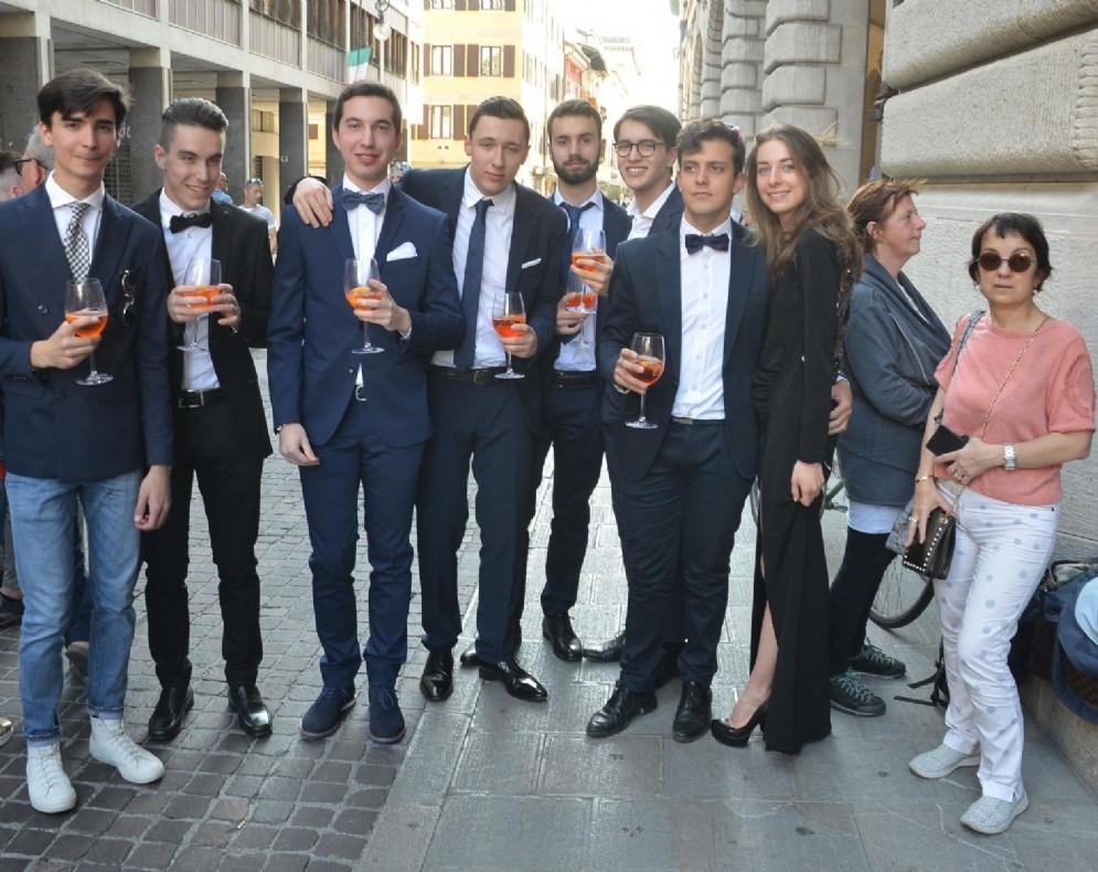 Oltre 2 mila maturandi in festa, tra aperitivo, cena di gala e discoteca (© Diario di Udine)