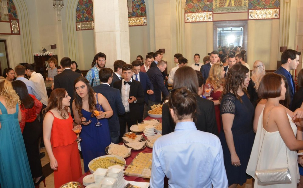 Oltre 2 mila maturandi in festa, tra aperitivo, cena di gala e discoteca