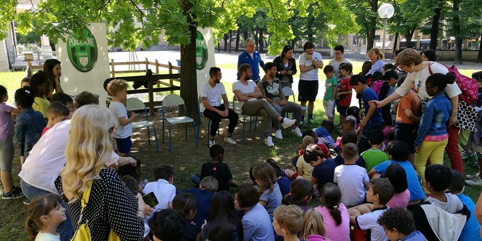 Capitan Mirko Stefani, i centrocampisti Salvatore Burrai e Gianvito Misuraca del Pordenone Calcio hanno incontrato gli alunni dell'Istituto Comprensivo Pordenone Centro