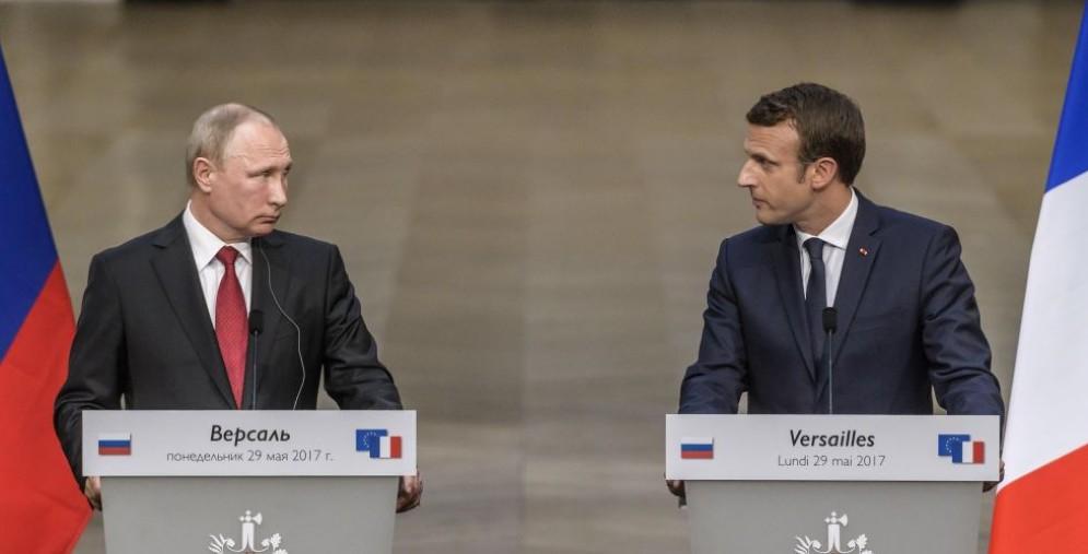 Vladimir Putin e Emmanuel Macron.