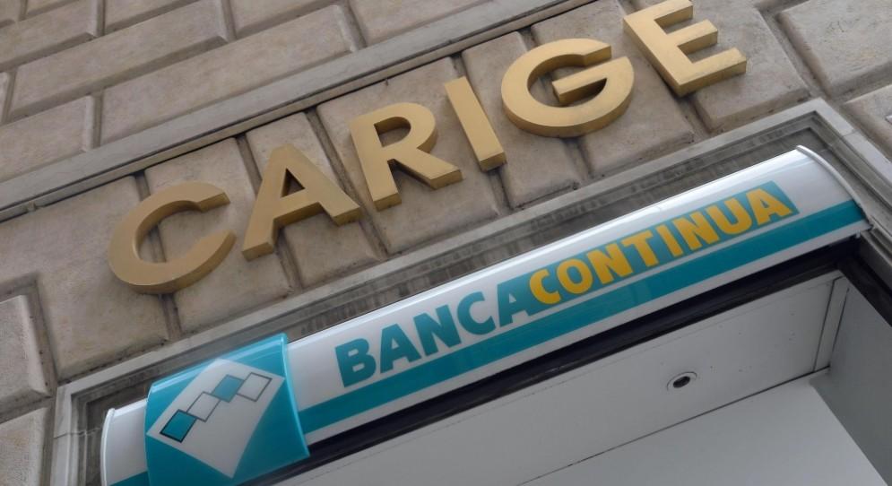 Banca Carige ha perso oltre il 5% a Piazza Affari.