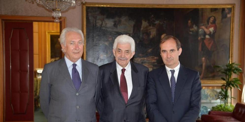 Da sinistra Vittorio Malacalza, vice presidente e socio di Carige col 17,58%, il presidente Tesauro e l'ad Guido Bastianini