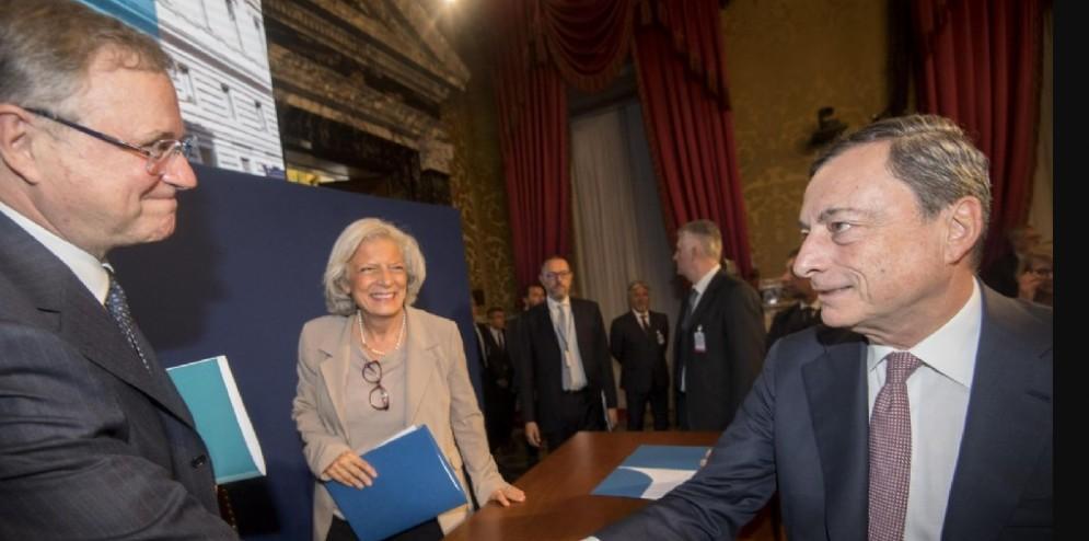 Il Governatore della Banca d'Italia, Ignazio Visco e il presidente della Banca centrale europea, Mario Draghi, al termine della lettura delle considerazioni finali presso la sede centrale a Roma, 31 maggio 2017