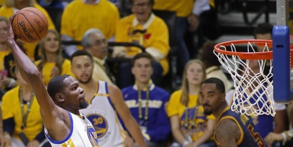 Durant e Curry spazzano via i Cavs