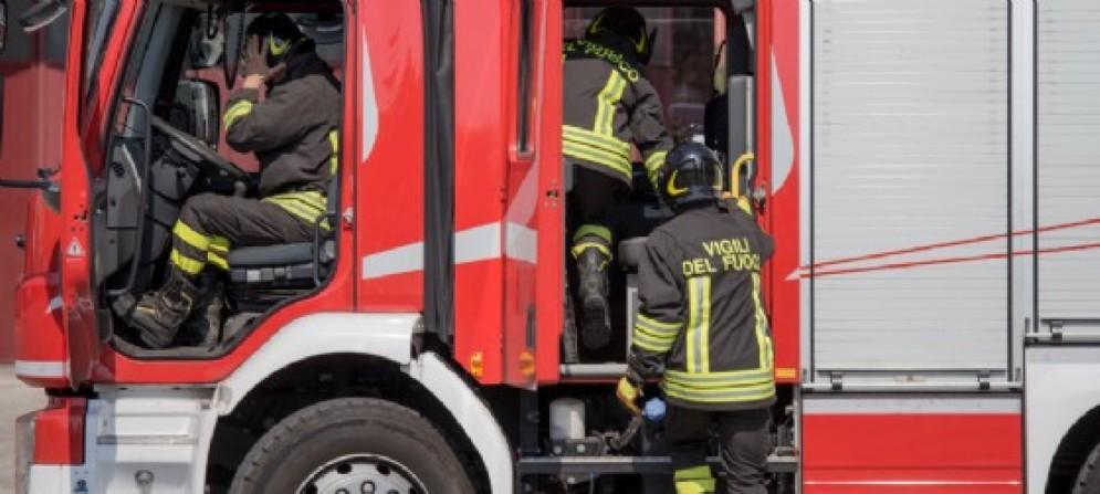 Sul luogo dell'incidente anche i vigili del fuoco