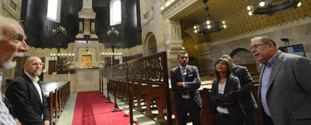 La presidente della Regione, Debora Serracchiani in visita alla Sinagoga