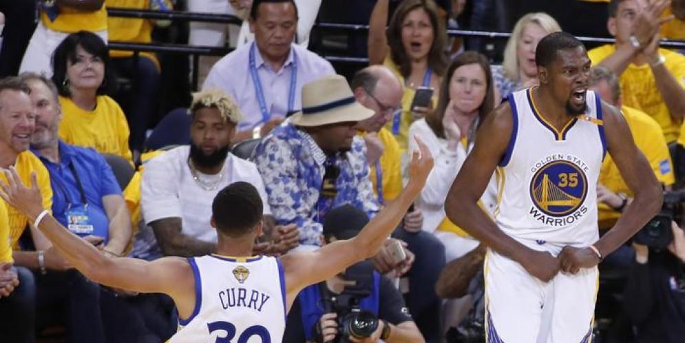 NBA Finals: LeBron ci prova, ma Curry e Durant vincono anche gara-2