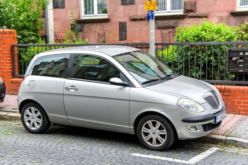 Una Lancia Y, un'auto come quella dove è morta una bimba di 18 mesi