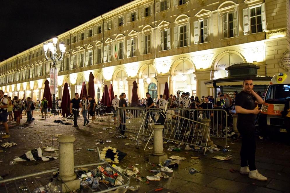 Piazza San Carlo dopo la fuga della folla spaventata