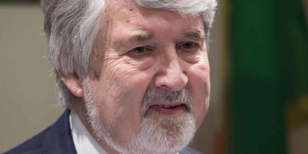 Il ministro del Lavoro, Giuliano Poletti, ha annunciato il via libera del Cdm al reddito di inclusione.
