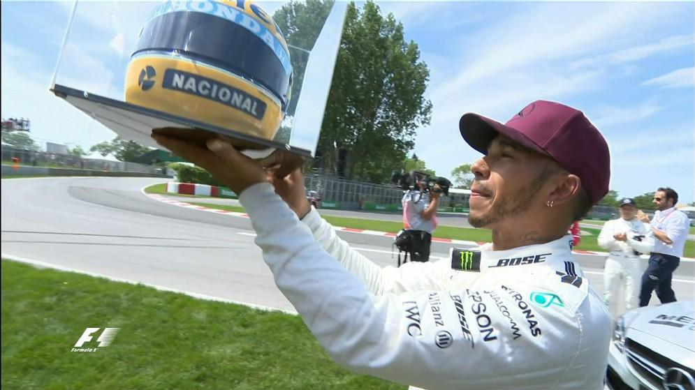 65 pole come Senna, ad Hamilton in dono casco brasiliano