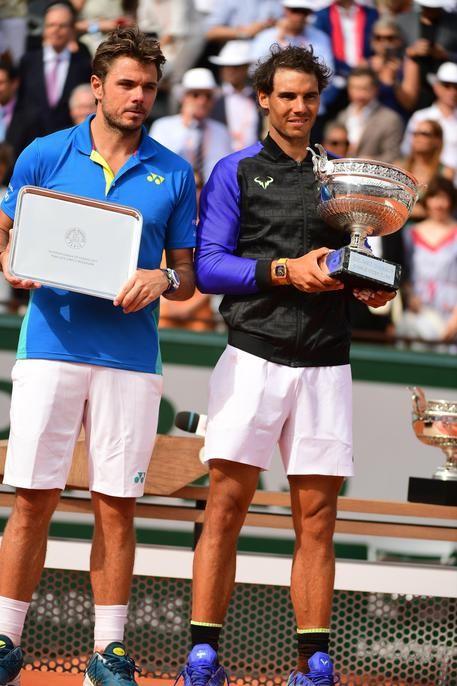 Stanislas Wawrinka e Rafa Nadal durante la premiazione del Roland Garros 2017, vinto dal maiorchino