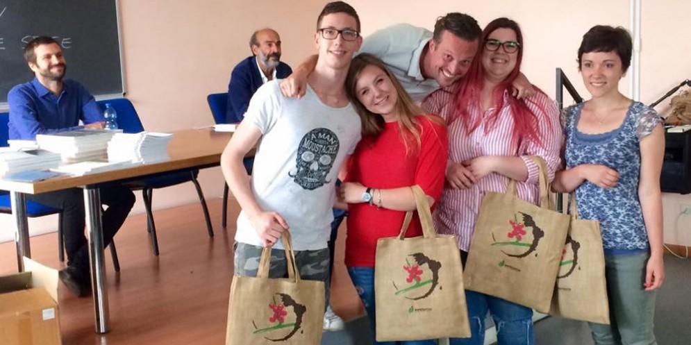 Alberto Polojac (al centro) con i ragazzi vincitori del Workshop Coffee Tales 2017