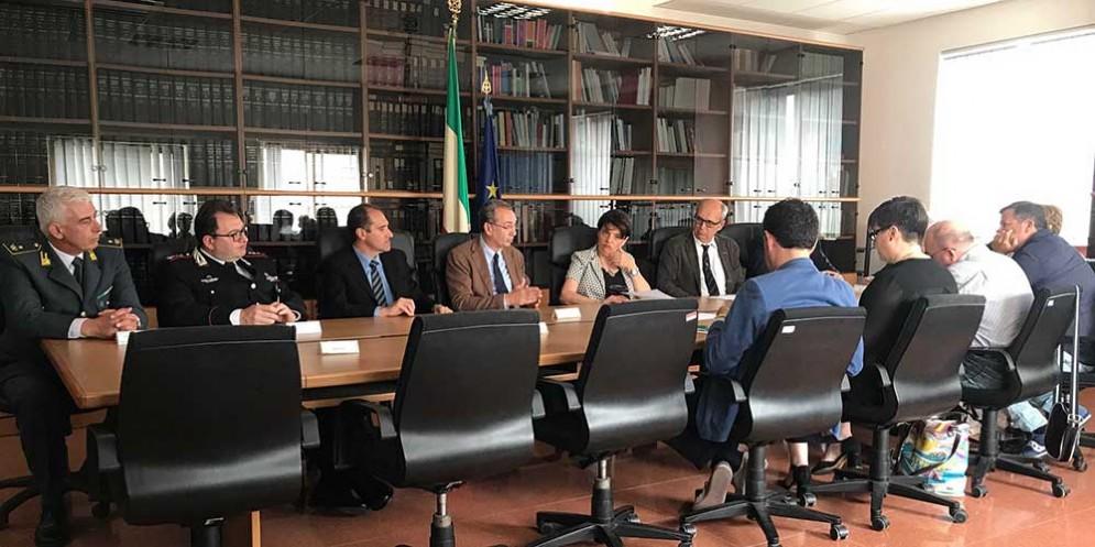 Sergio Bolzonello (Vicepresidente Regione FVG e assessore Attività produttive, Turismo e Cooperazione) e Maria Rosaria Laganà (Prefetto Pordenone) alla firma del Protocollo di legalità, in Prefettura