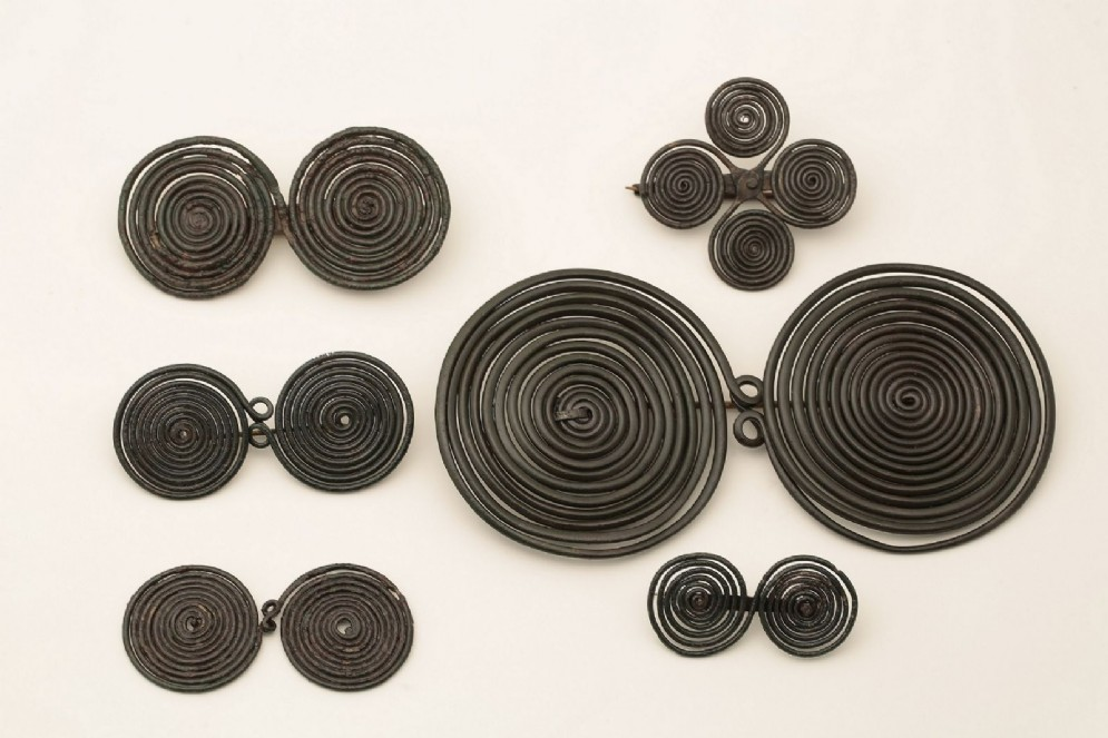 «Prima del bottone: accessori e ornamenti del vestiario nell'antichità»